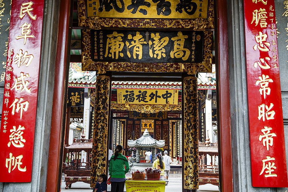 Nghia An Hoi Quan Pagoda in Cholon (Chinatown), Ho Chi Minh City (Saigon), Vietnam, Indochina, Southeast Asia, Asia