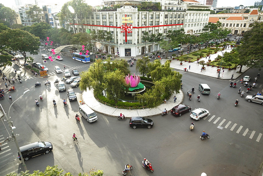 Traffic intersection Nguyen Hue boulevard and Le Loi boulevard, Ho Chi Minh City (Saigon), Vietnam, Indochina, Southeast Asia, Asia
