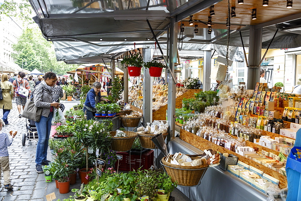 Wochenmarkt (Farmers Market) at Kollwitzplatz, Prenzlauer Berg, Berlin, Germany, Europe - 749-2264