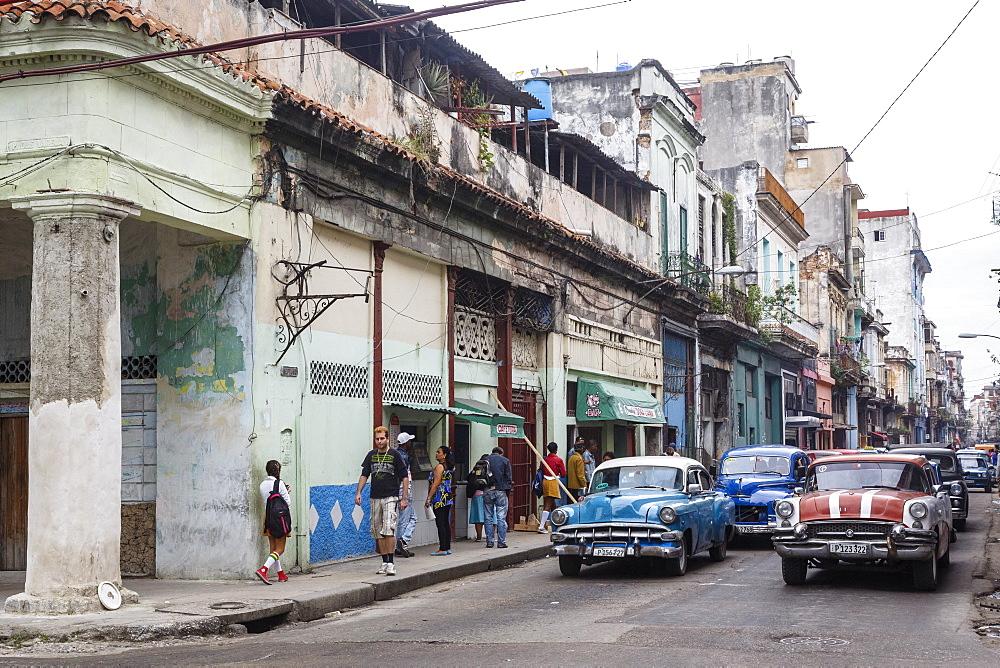 Street scene in Centro Havana, Havana, Cuba, West Indies, Caribbean, Central America - 749-2302