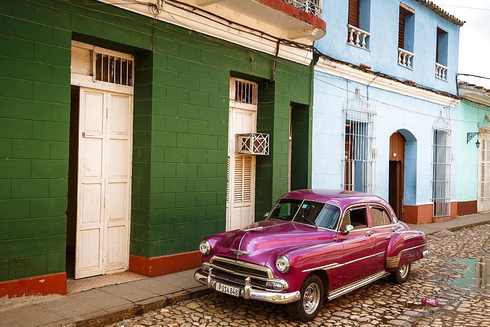 Old American vintage car, Trinidad, Sancti Spiritus Province, Cuba, West Indies, Caribbean, Central America - 749-2320