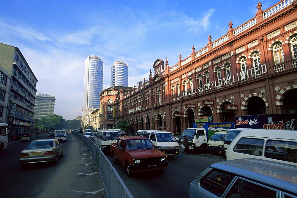 Busy street in the Fort Pettah area, Colombo, Sri Lanka, Asia