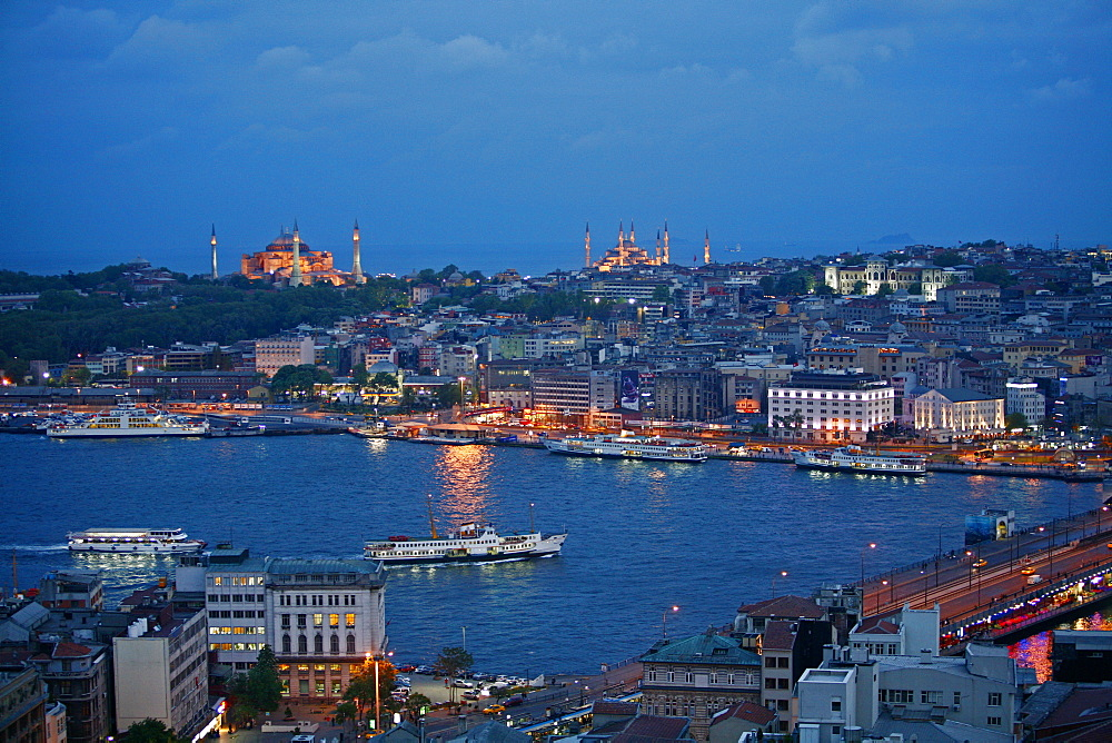 Skyline of Istanbul with a view over the Golden Horn and the Galata bridge, Istanbul, Turkey, Europe