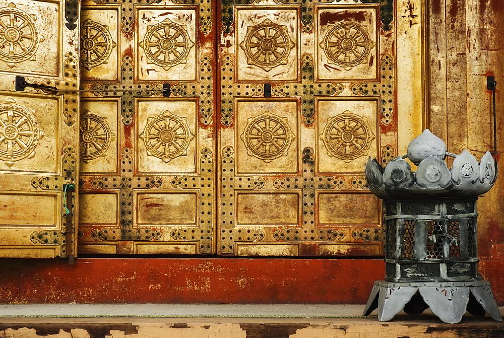 Detail of door, Ueno Toshogu Shrine, Tokyo, Central Honshu (Chubu), Japan, Asia
