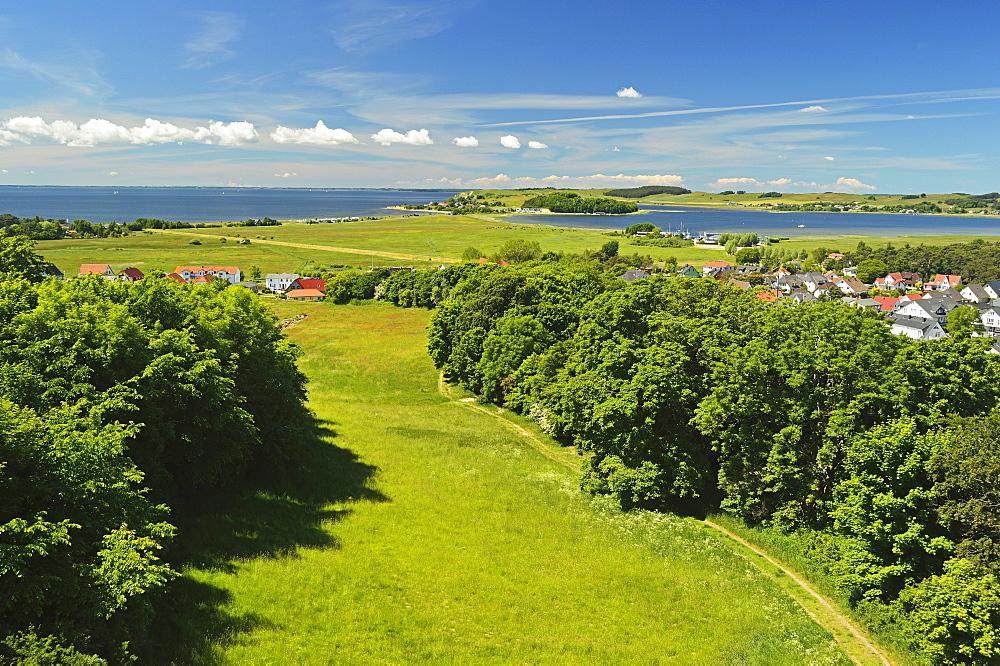 Rural scene near Thiessow, Moenchgut, Ruegen Island (Rugen Island), Mecklenburg-Vorpommern, Germany, Baltic Sea, Europe