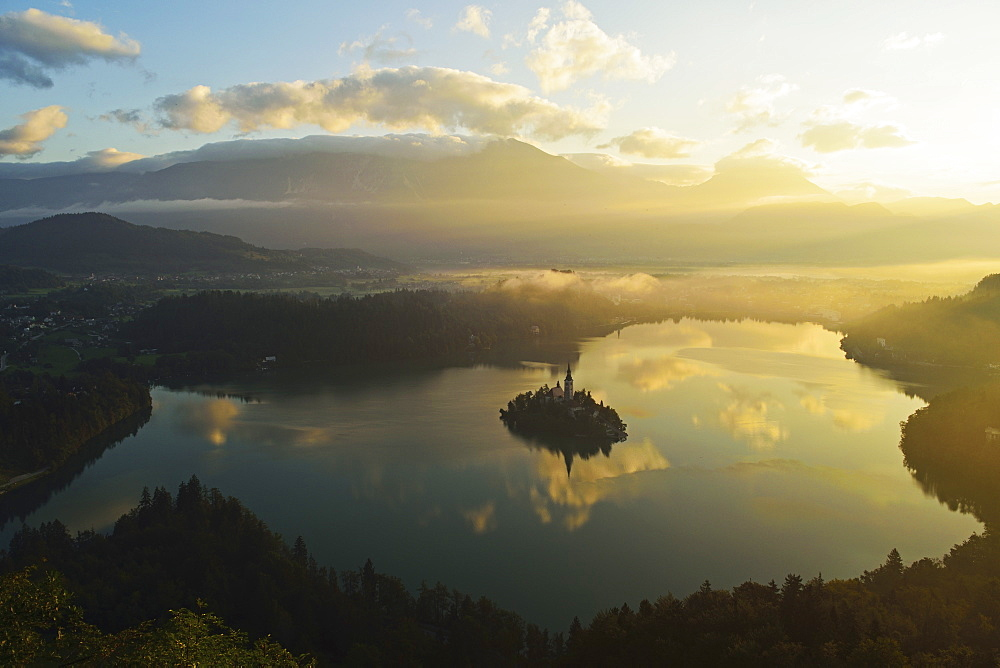 Lake Bled (Blejsko jezero), Bled, Julian Alps, Slovenia, Europe - 756-2739