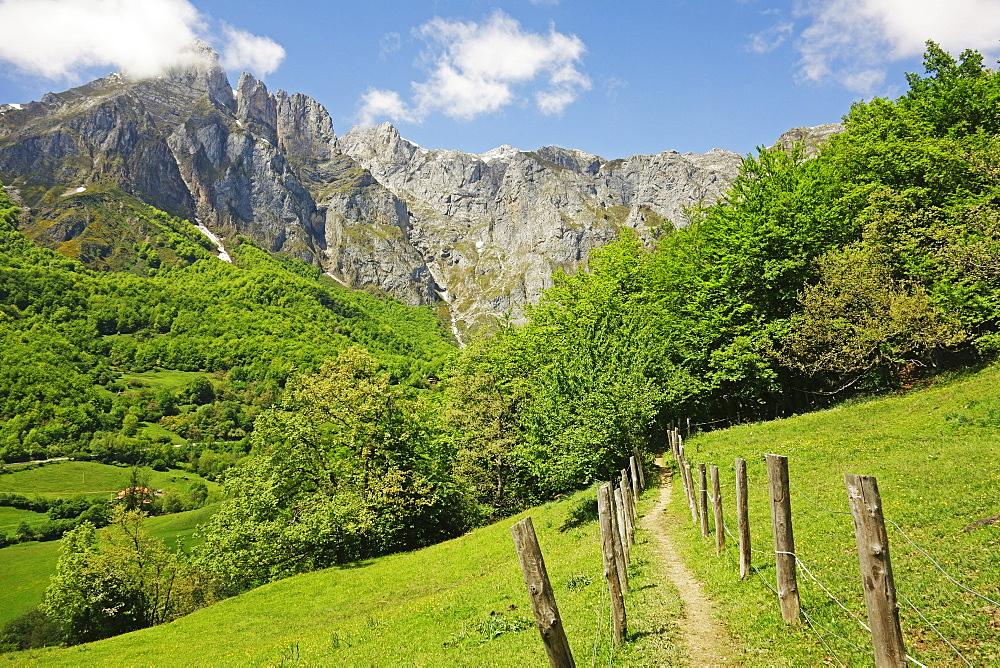 Fuente De, Picos de Europa, Parque Nacional de los Picos de Europa, Asturias, Cantabria, Spain, Europe - 756-2833