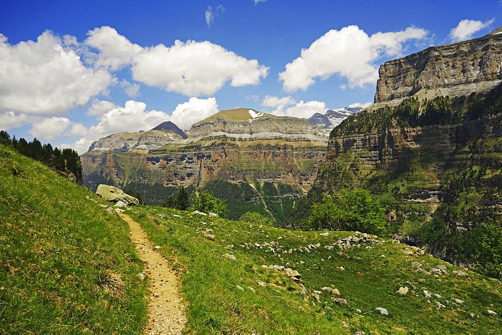 Valle de Ordesa, Parque Nacional de Ordesa, Central Pyrenees, Aragon, Spain, Europe - 756-2839