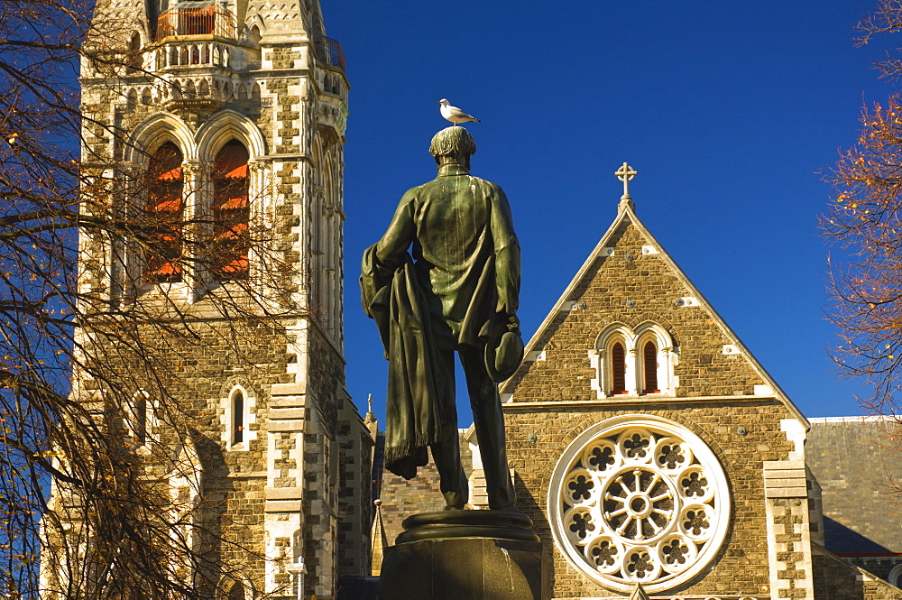 Cathedral and statue of John Robert Godley (founder of Canterbury), Cathedral Square, Christchurch, Canterbury, South Island, New Zealand, Pacific
