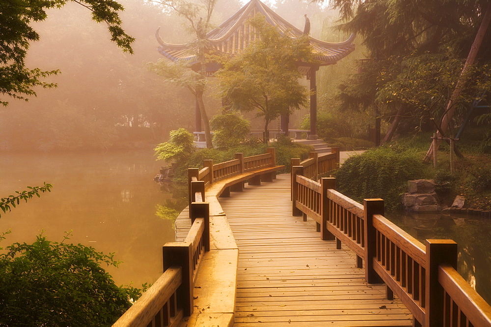 Footpath and pavillon, West Lake, Hangzhou, Zhejiang Province, China, Asia