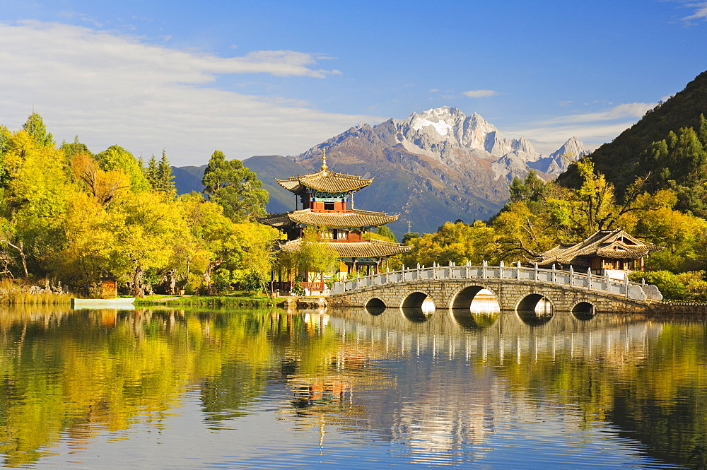 Black Dragon Pond and Yulong Snow Mountain, Lijiang, Yunnan Province, China, Asia - 756-549