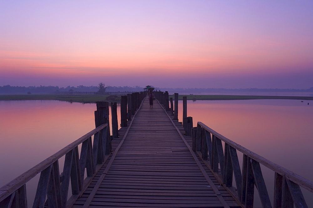 U Bein's Bridge, at 1.2km long the world's longest teak bridge, across Thaungthaman Lake, Amarapura, Myanmar (Burma), Asia