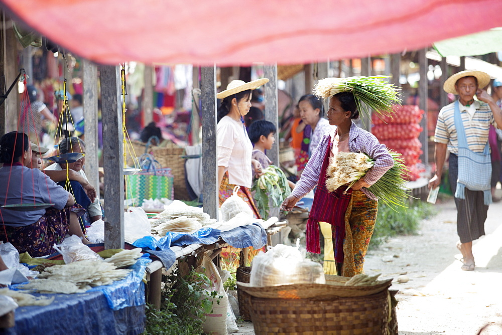 Woman selling green onions, Inle Lake, Myanmar (Burma), Asia