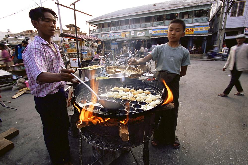 Street food, Pin Oo Lwyn, Myanmar (Burma), Asia