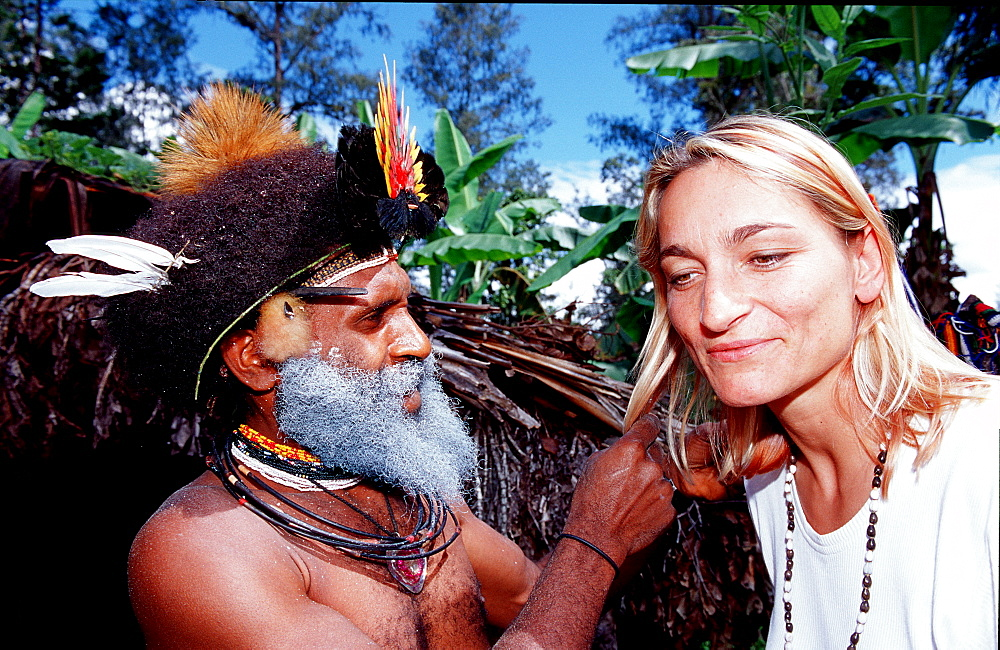 Huli wigman and tourist, Papua New Guinea, Tari, Huli, Highlands