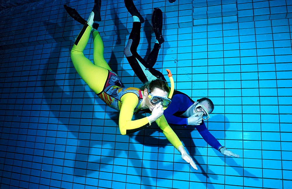 scuba diving lessons in a swimming pool, submerge, Germany, Munich, Olympiabad