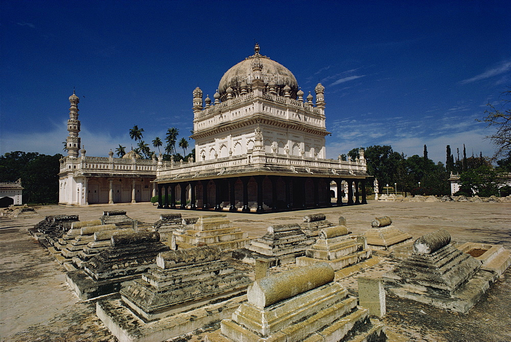 Tipu Sultan's tomb, Mysore, Karnataka state, India, Asia - 76-1153