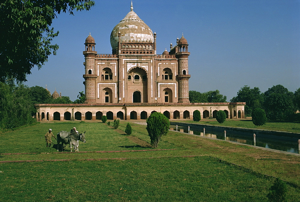 Moghul tomb dating from the 18th century, Delhi, India, Asia - 76-1233
