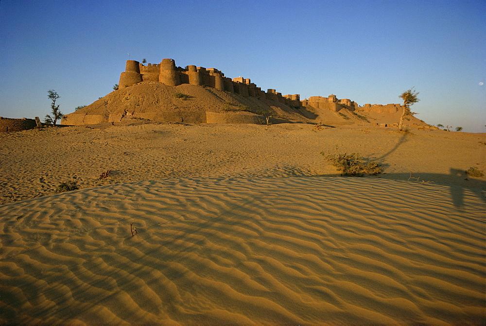 Fort, Jaisalmer, Rajasthan state, India, Asia - 76-1346