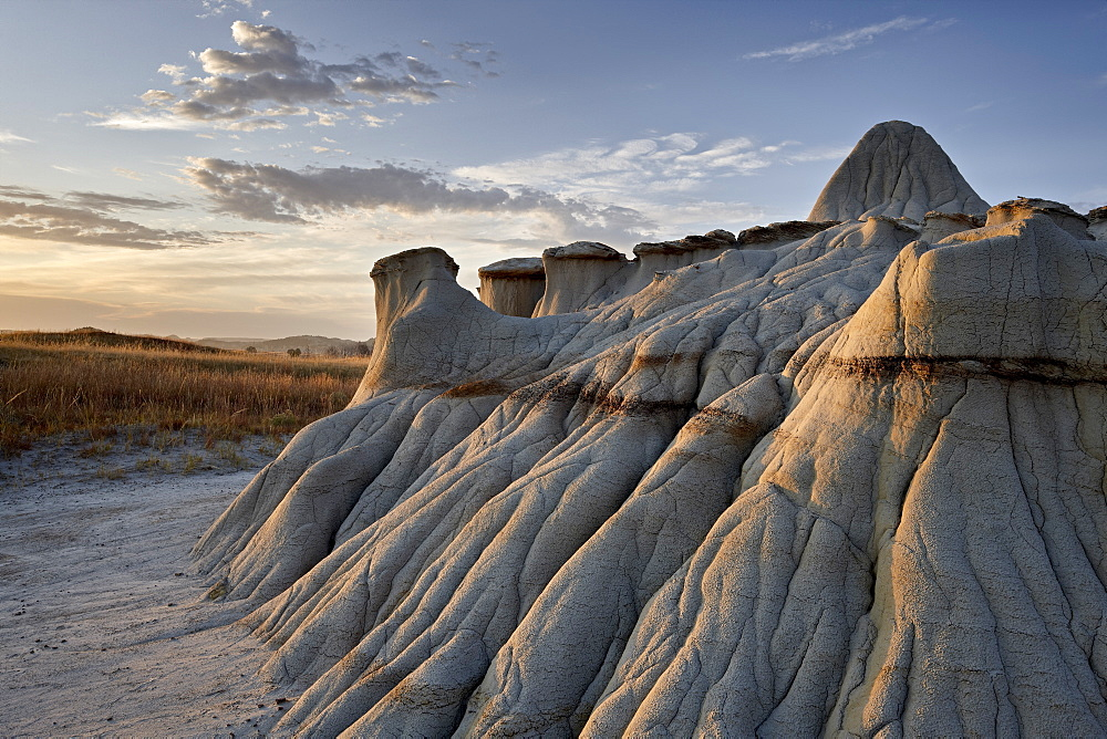 Sunrise in the badlands, Theodore Roosevelt National Park, North Dakota, United States of America, North America