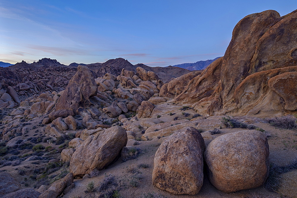 Boulders and granite hills, Alabama Hills, Inyo National Forest, California, United States of America, North America