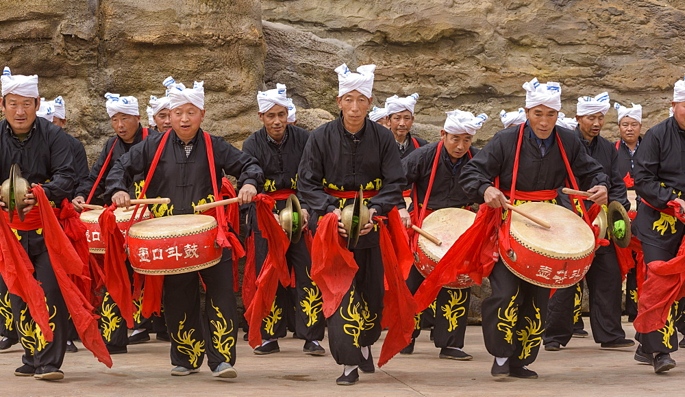 Waist Drum performance at Hukou Waterfall on the Yellow River in Shaanxi Province, China, Asia - 767-1339
