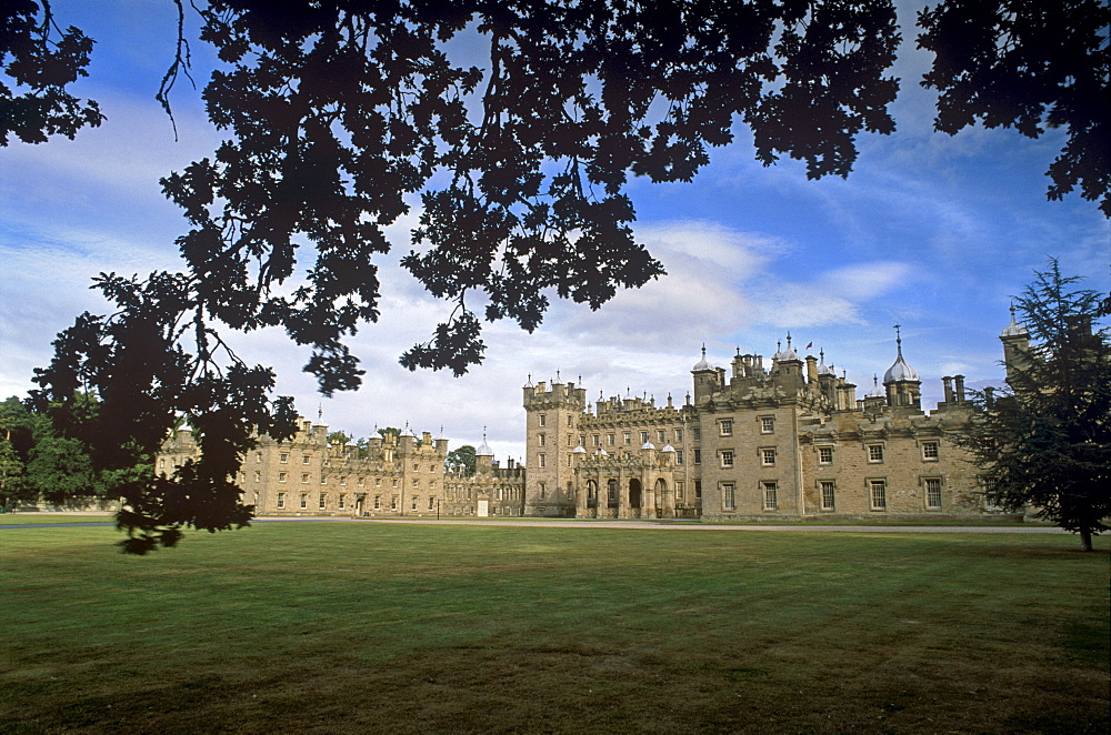Floors Castle, dating from the 18th and 19th centuries, seat of the dukes of Roxburgh, Kelso, Roxburghshire, Scotland, United Kingdom, Europe