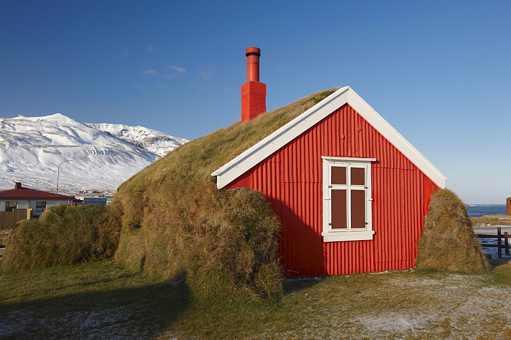 how to build a turf house