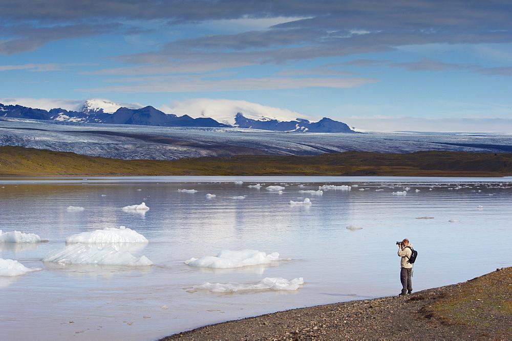 Fjallsarlon glacial lake and Fjallsjokull (Oraefajokull) glacier near Jokulsarlon glacial lagoon, south-east Iceland (Austurland), Iceland, Polar Regions - 770-1621