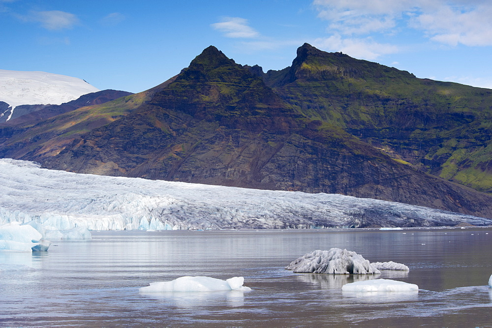 Fjallsarlon glacial lake and Fjallsjokull (Oraefajokull) glacier near Jokulsarlon glacial lagoon, south-east Iceland (Austurland), Iceland, Polar Regions - 770-1665