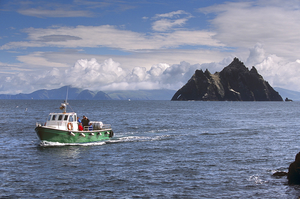 Boat to Great Skellig Island, with Little Skellig Island in the distance, bird reserve and largest gannet colony in Ireland, near Skellig Michael, County Kerry, Munster, Republic of Ireland, Europe