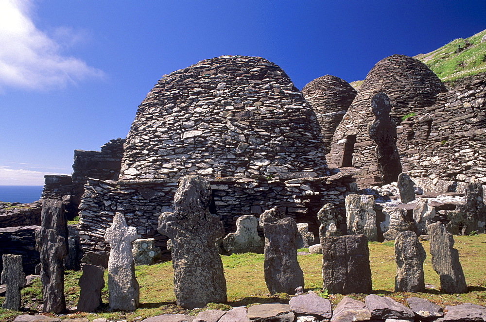Graveyard and stone huts, Skellig monastery, dating from between the 6th and 12th centuries, Skellig Michael, UNESCO World Heritage Site, Great Skellig Island, County Kerry, Munster, Republic of Ireland, Europe