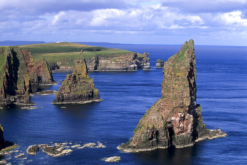 Sea stacks at Duncansby Head, near John O'Groats, north-west tip of Scotland, Caithness, Scotland, United Kingdom, Europe