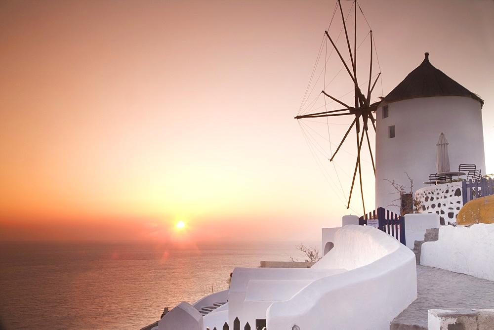 Sunset, Oia, Santorini (Thira), Cyclades Islands, Greek Islands, Greece, Europe - 772-1277