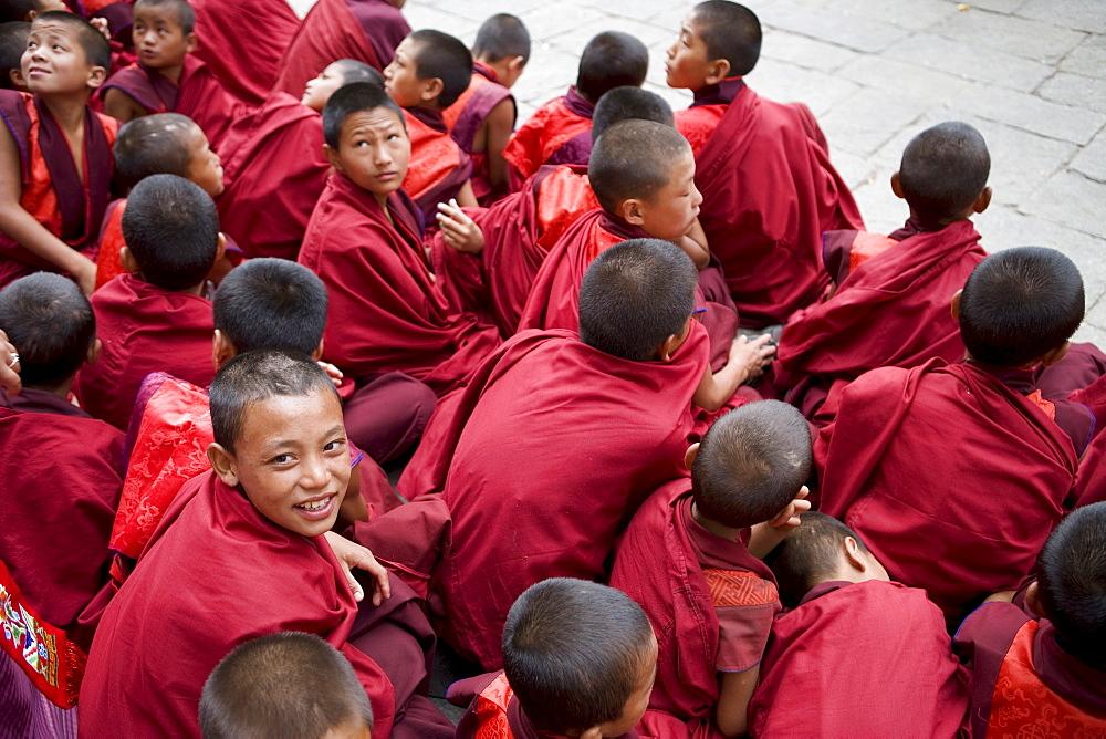 Monks watching religious dances, Buddhist festival (Tsechu), Trashi Chhoe Dzong, Thimphu, Bhutan, Asia - 772-204