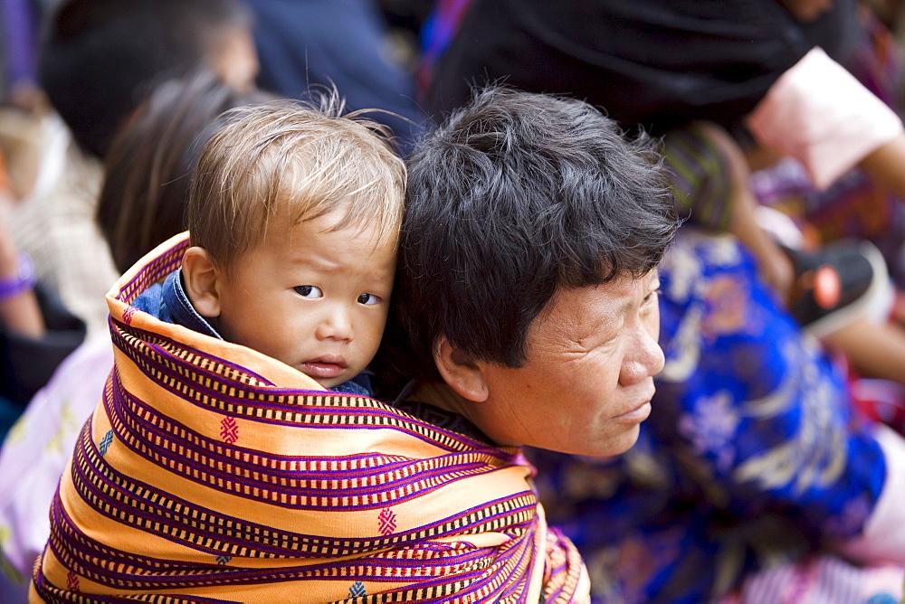 Pilgrims, Buddhist festival (Tsechu), Trashi Chhoe Dzong, Thimphu, Bhutan, Asia - 772-367