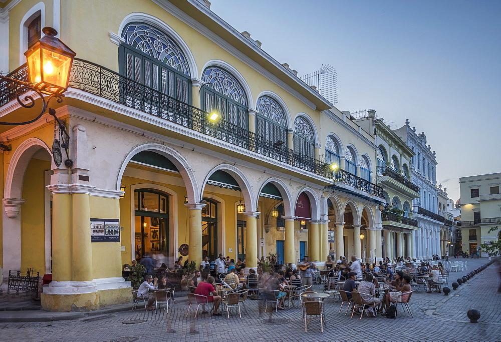 Plaza Vieja, Havana, Cuba, West Indies, Caribbean, Central America