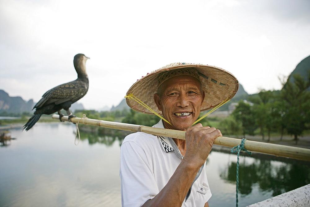 Fisherman with cormorant, Li River, Yangshuo, Guangxi Province, China, Asia - 772-474