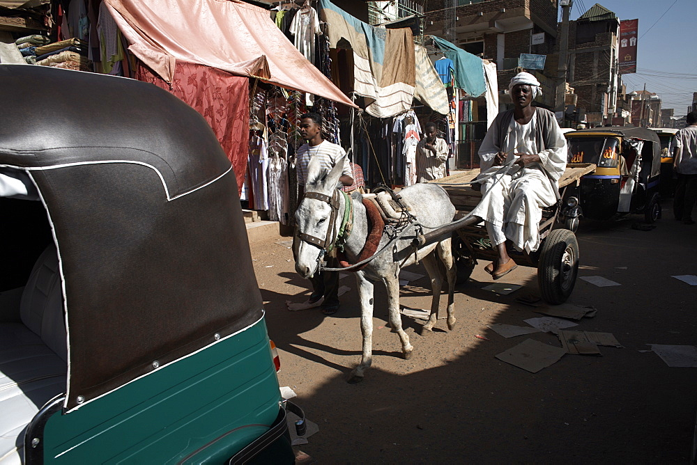Daily life in Omdurman Souq, the largest market in Sudan, Khartoum, Sudan, Africa