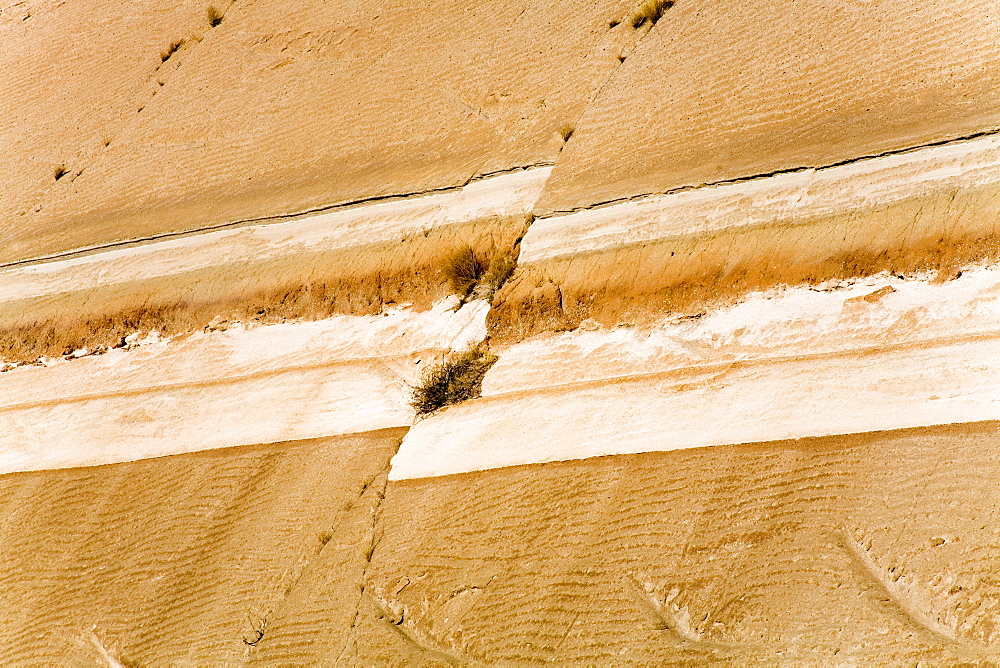 Earthquake fault line in roadcut, Interstate 40, Kingman, Arizona, United States of America, North America - 776-1387