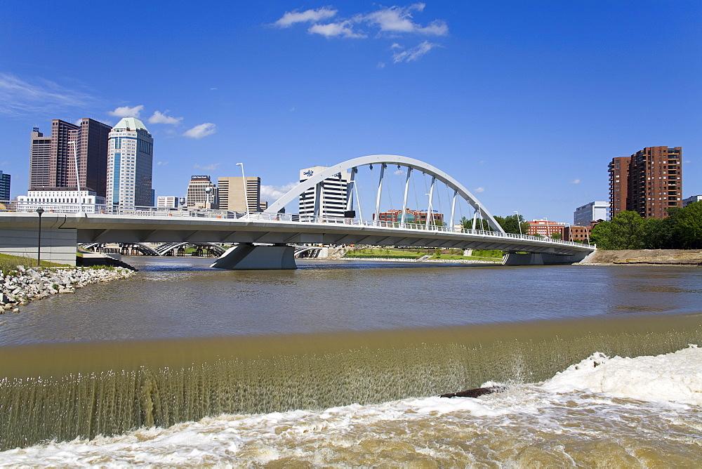 City skyline and Main Street Bridge over the Scioto River, Columbus, Ohio, United States of America, North America