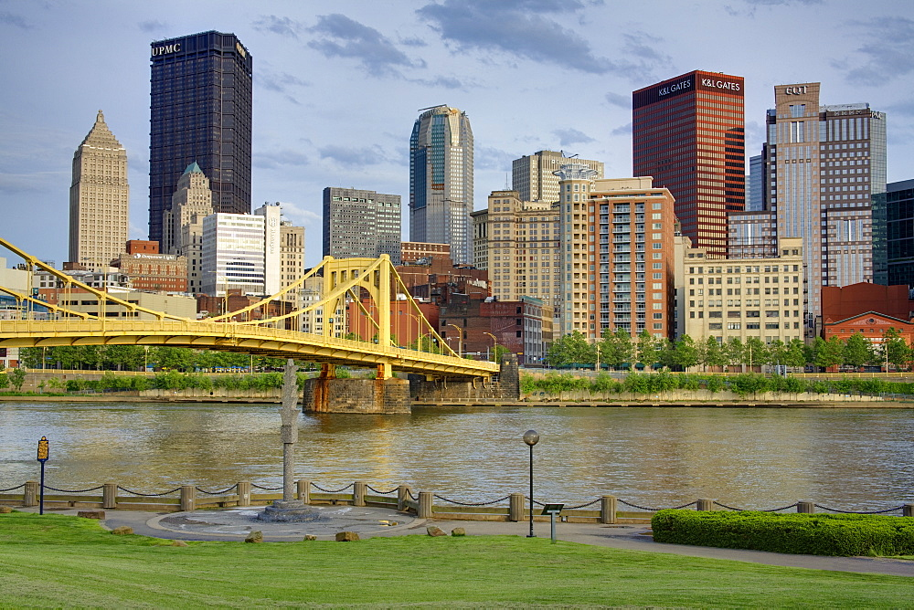 Andy Warhol Bridge (7th Street Bridge) and Allegheny River, Pittsburgh, Pennsylvania, United States of America, North America