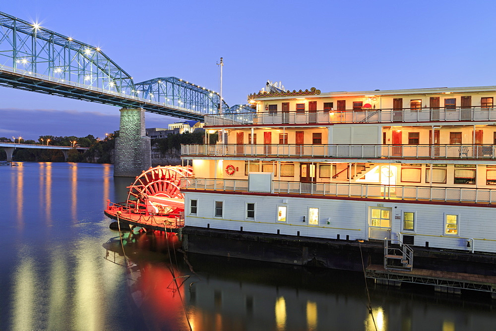 Delta Queen Riverboat and Walnut Street Bridge, Chattanooga, Tennessee, United States of America, North America
