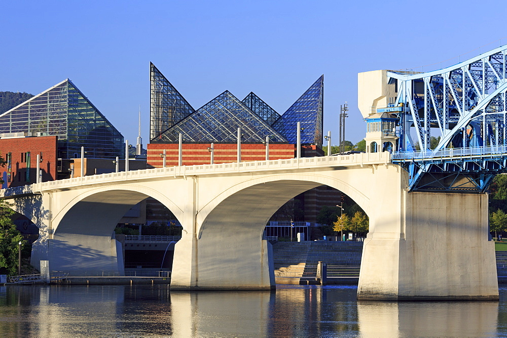 Market Street Bridge and Tennessee Aquarium, Chattanooga, Tennessee, United States of America, North America