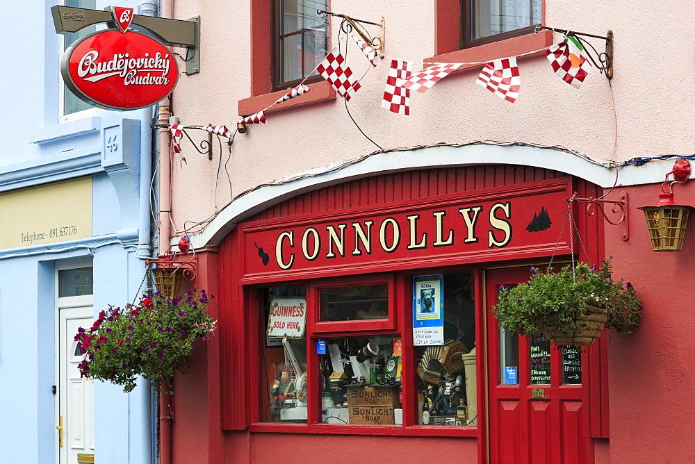Connollys Pub in Kinvara, County Galway, Connaught, Republic of Ireland, Ireland, Europe