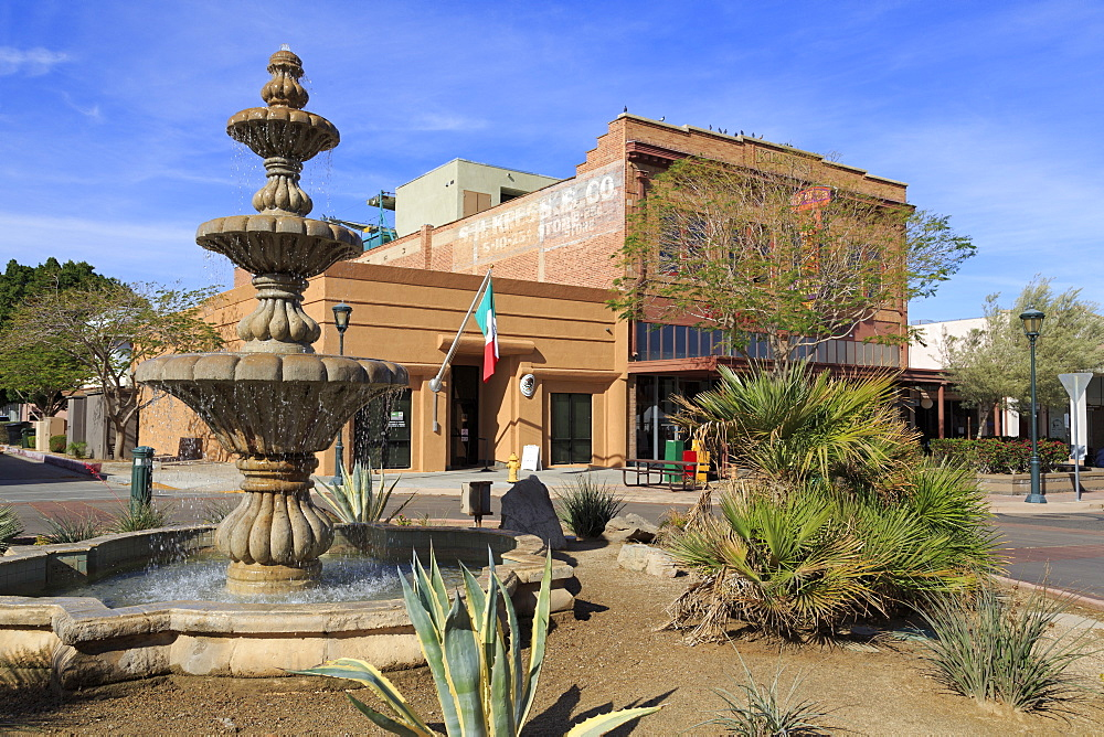 Fountain on Main Street, Yuma, Arizona, United States of America, North America