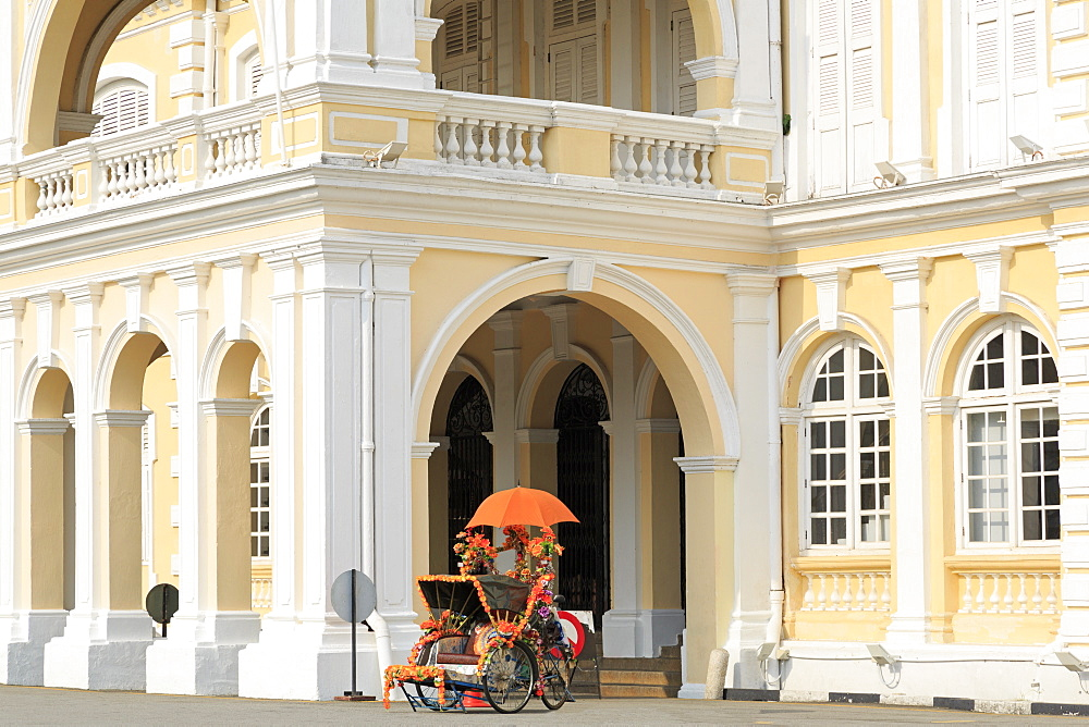 Trishaw outside Georgetown Town Hall, Georgetown, Penang Island, Malaysia, Southeast Asia, Asia