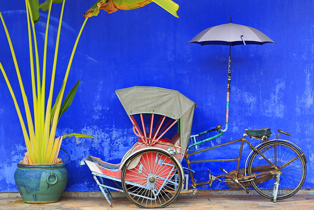 Rickshaw in Cheong Fatt Tze Mansion, Georgetown, Penang Island, Malaysia, Southeast Asia, Asia