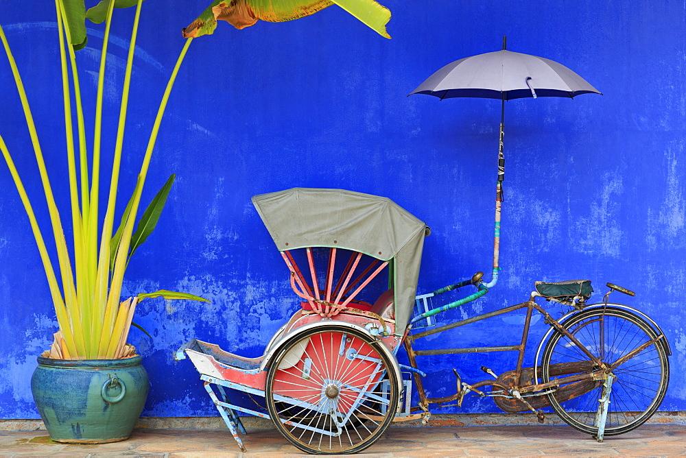 Rickshaw in Cheong Fatt Tze Mansion, Georgetown, Penang Island, Malaysia, Southeast Asia, Asia