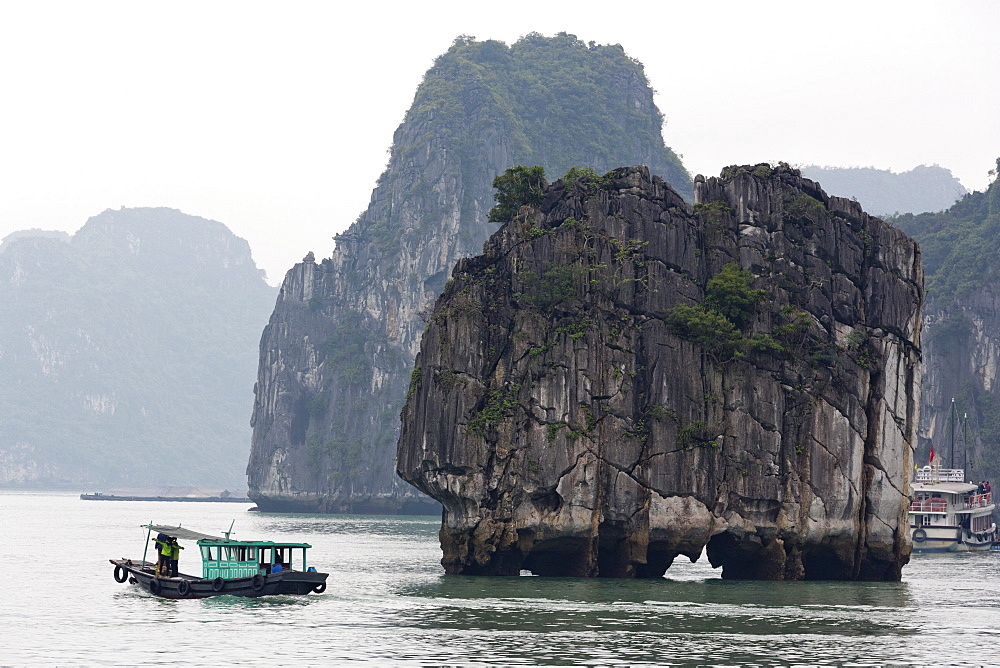 Halong Bay, UNESCO World Heritage Site, Vietnam, Indochina, Southeast Asia, Asia